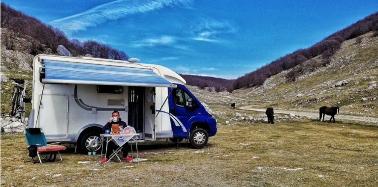 Peut-on vivre dans un camping-car ? Avantages et inconvénients
